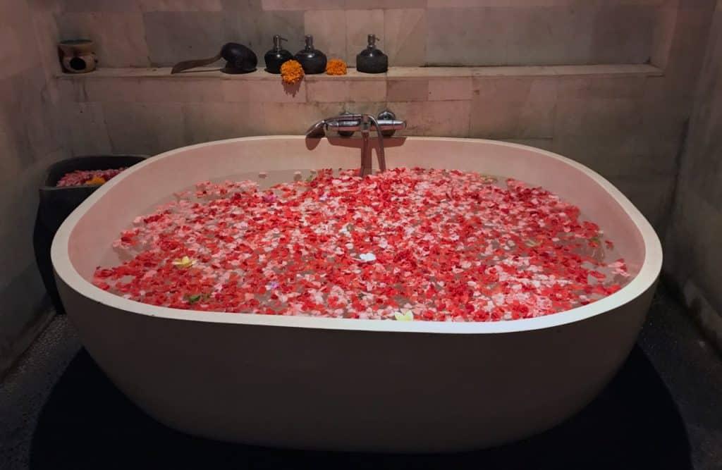Rembulan flower bath